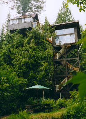 http://www.cedarcreektreehouse.com/images/TH_view2.JPG